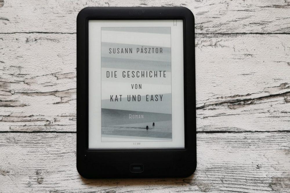 Auf dem Bild ist das Buchcover des Buchs Die Geschichte von Kat und Easy zu sehen von Susann Pásztor zu sehen..
